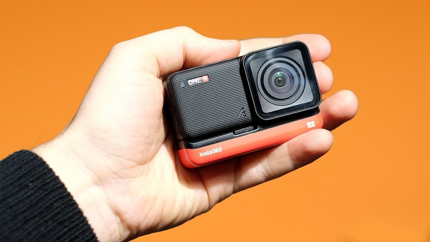 Insta360 One R Black Friday - Free Selfie Stick & Battery Base